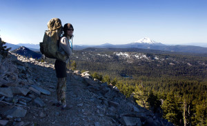 Osprey-with-view-of-Mount-McLoughlin